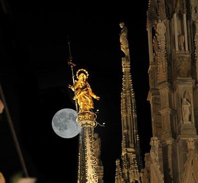 Madonnina con la luna, Milano